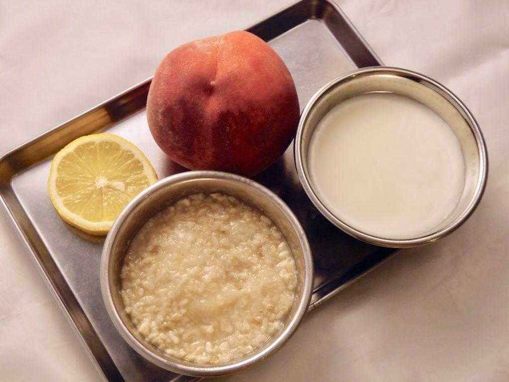 桃と玄米甘酒のドリンク