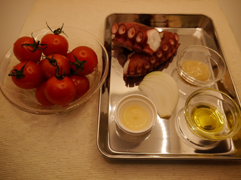 タコとトマ塩麹マリネ