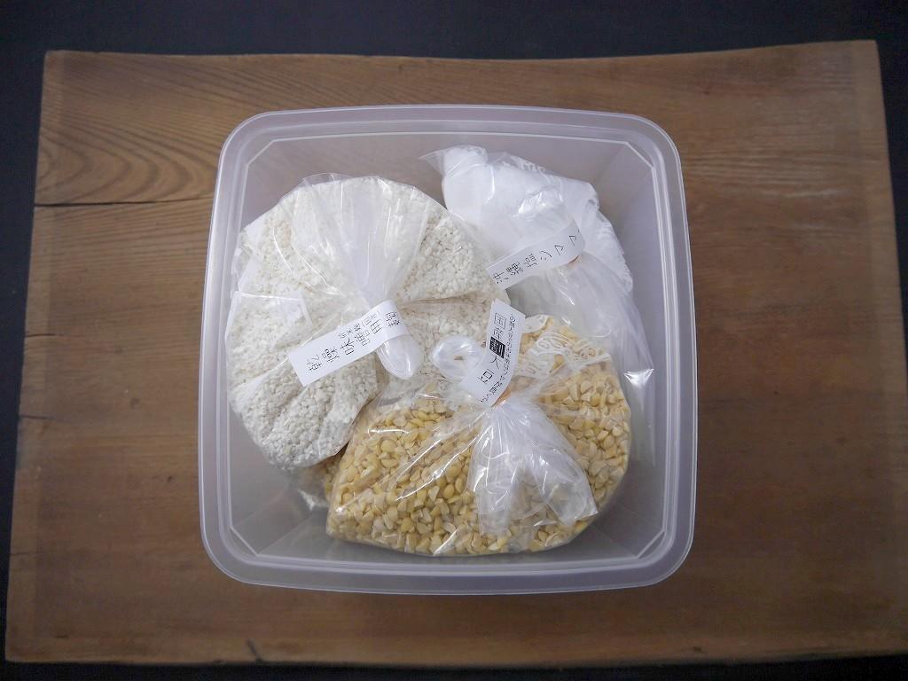 タッパでかんたん 味噌作りキット 米麹+割大豆(2Lタッパ付)