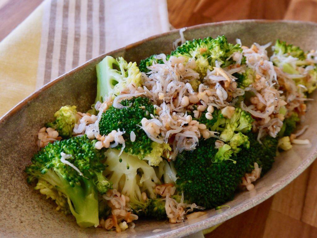ブロッコリーとしらすの塩麹ホットサラダ